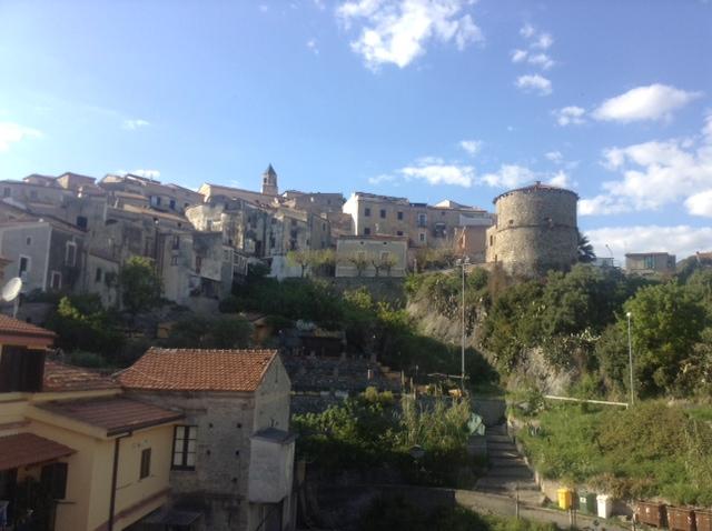Вид с террасы на исторический центр. Квартира в Италии, Скалея, центр, улица Vittorio Emanuele III
